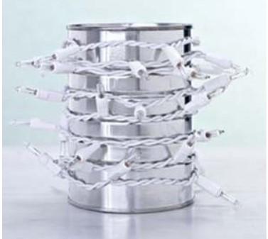 uzes de Natal enroladas numa lata