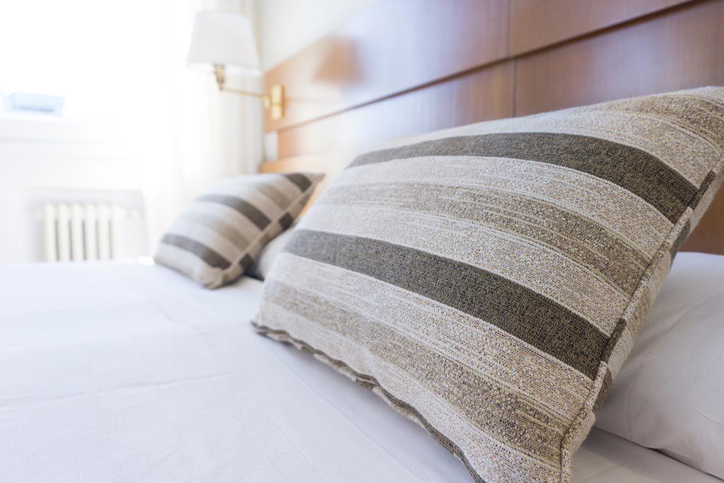 Almofadas de cabeceira da cama