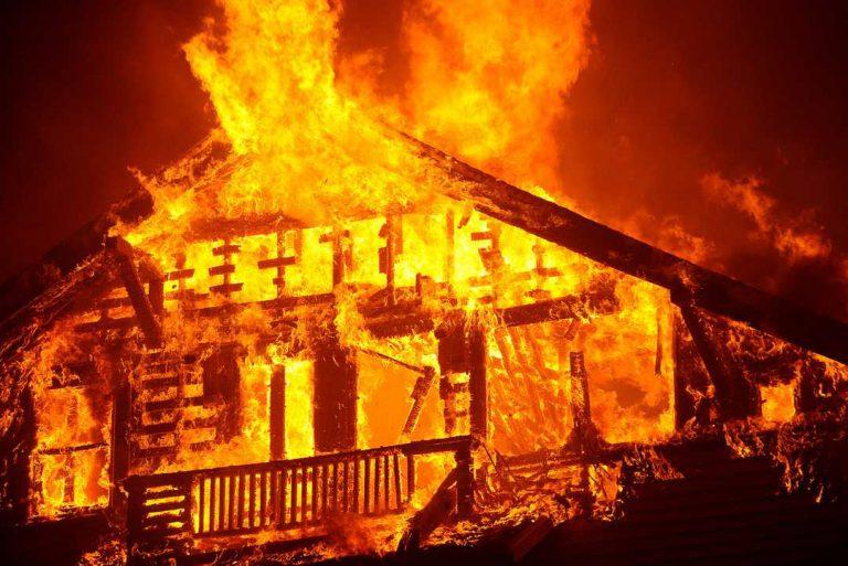 Casa a arder