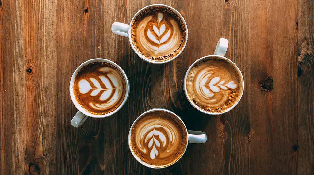 Quatro canecas de café