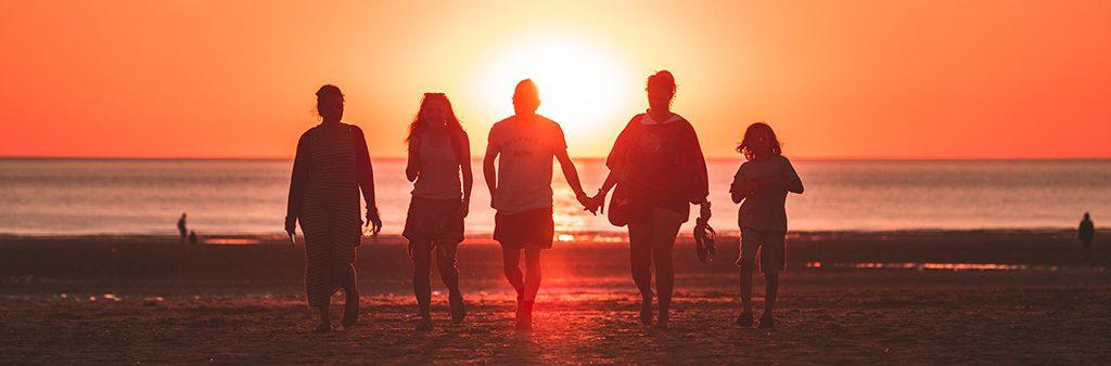 Família no pôr do sol