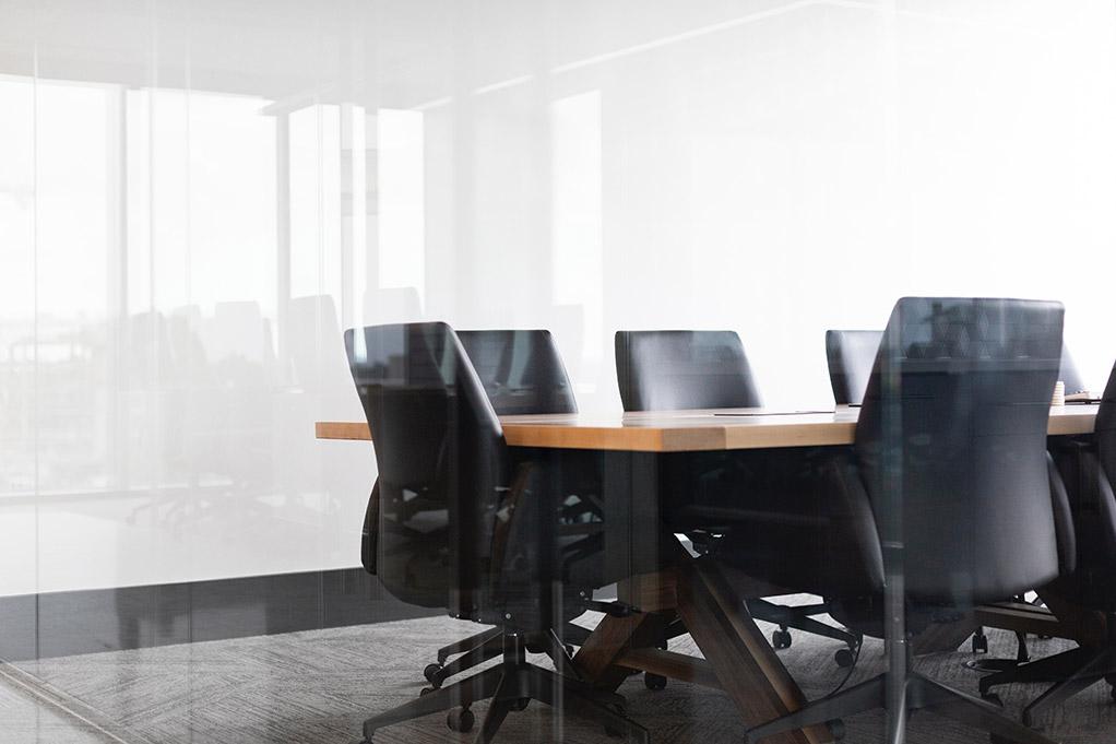 Mesa de reunião num escritório